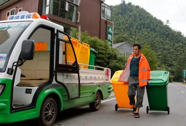 习近平:培养垃圾分类的好习惯 为改善生活环境作努力
