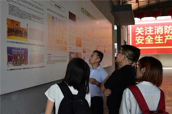庆中国林产工业协会成立30周年 媒体采风行巡礼地板龙头企业
