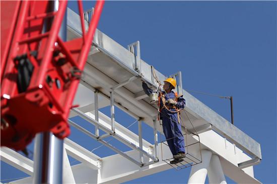 中铁四局钢结构建筑公司承建浙江龙游站改扩建工程顺利完成首次顶推作业
