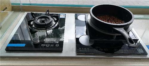 """""""半个厨师""""炒菜灶已实现自动烹饪,""""在家电器""""设计保护司厨健康"""