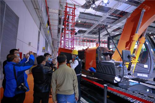 日立建机全球首发机型闪耀2020进博会